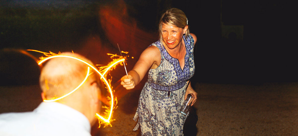 wedding photographer dordogne sparklers at night