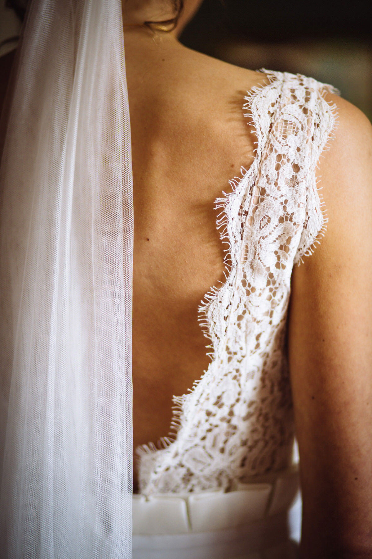 backless lace wedding dress and veil