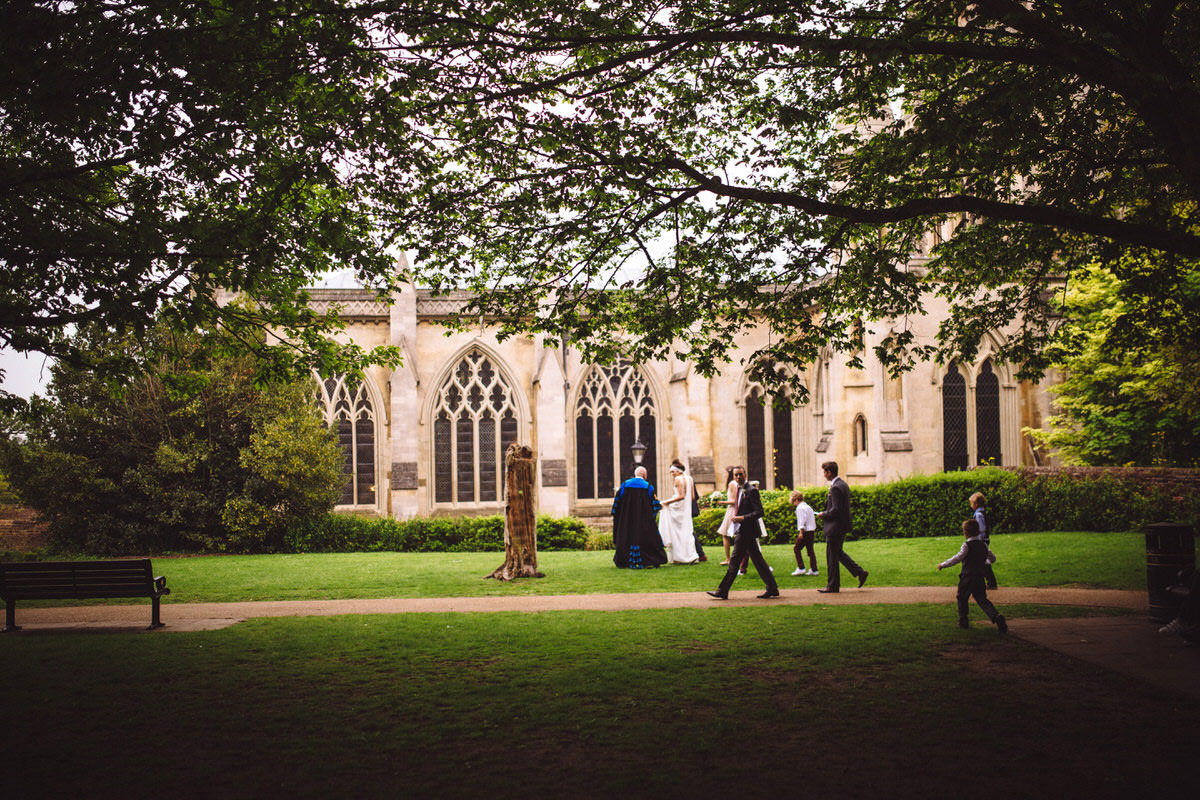 the grounds of st albans cathedral wedding photography