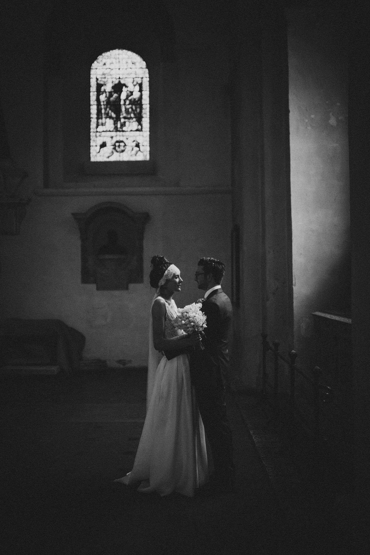 beautiful documentary wedding photography using natural light couple portrait